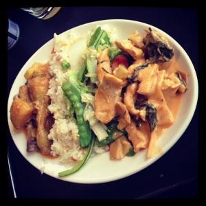 Poulet Massaman et poulet curry rouge (plat principal)